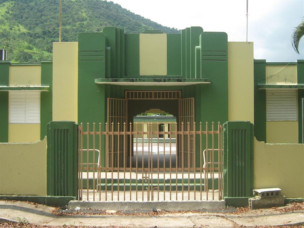 Fachada de la escuela Juana Colón en Comerío