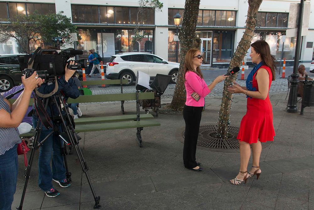 Kaly entrevistando a Lourdes
