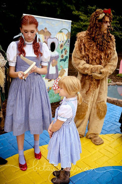 2016 Oz Fest Dorothy signing autographs