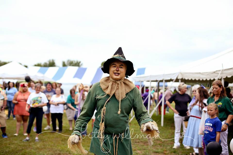 2016 Oz Fest Scarecrow on the grounds