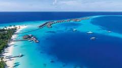 紺碧のインド洋を飾る26の珊瑚の環礁で知られる世界有数のリゾート地、モルディブ・北アリ環礁のイチオシのリゾートホテル「コンスタンス・ハラヴェリ・モルディブ」の情報ページです。コンスタンス・ハラヴェリ・モルディブの設備やサービスからアクセスのコツ、周辺の観光のポイント、地図、ハイライト動画まで幅広くご案内しています。詳細はこちらからご覧ください。