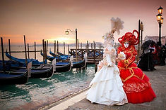 世界3大カーニバルのひとつとして知られるイタリア・ベネチアのイチオシのお祭り「ベネチアのカーニバル」の情報ページです。ベネチアのカーニバルの見どころ、日程、楽しみ方、合わせて立ち寄りたい名所など観光のポイントから地図、ハイライト動画まで幅広くご案内しています。詳細はこちらからご覧ください。
