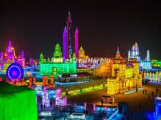 世界三大雪祭りのひとつとして知られる中国・ハルビンのイチオシのお祭り「氷雪フェスティバル」の情報ページです。氷雪フェスティバルの見どころ、日程、楽しみ方、合わせて立ち寄りたい名所など観光のポイントから地図、ハイライト動画まで幅広くご案内しています。詳細はこちらからご覧ください。