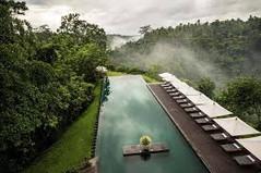 バリ島観光のハイライト「ウブド王宮」があるインドネシア・バリ島ウブド地区のイチオシのリゾートホテル「デ・ウブド・ヴィラズ&スパ」の情報ページです。デ・ウブド・ヴィラズ&スパの設備やサービスからアクセスのコツ、周辺の観光のポイント、地図、ハイライト動画まで幅広くご案内しています。詳細はこちらからご覧ください。