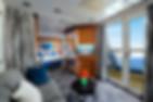 ベッドエリアの他にシッティングエリアのある広々とした客室です。外の景色を楽しみながらソファーでゆったりとおくつろぎいただけます。