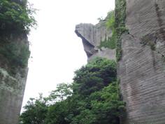 元旦のご来光登山が人気の千葉県・富津市のイチオシの人気スポット「鋸山」の情報ページです。鋸山の見どころ、ベストシーズン、アクセスのコツ、合わせて立ち寄りたい名所など観光のポイントから地図、ハイライト動画まで幅広くご案内しています。詳細はこちらからご覧ください。