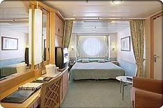 上品なインテリアでまとめられている上、海の眺望も楽しめるストレスフリーな客室です。
