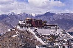 チベット仏教の聖地として知られる中国・チベット自治区のイチオシの人気スポット「ラサ」の情報ページです。ラサの見どころ、ベストシーズン、アクセスのコツ、合わせて立ち寄りたい名所など観光のポイントから地図、ハイライト動画まで幅広くご案内しています。詳細はこちらからご覧ください。
