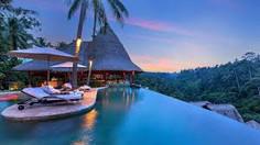 バリ島観光のハイライト「ウブド王宮」があるインドネシア・バリ島ウブド地区のイチオシのリゾートホテル「ザ・ヴァイスロイ・バリ」の情報ページです。ザ・ヴァイスロイ・バリの設備やサービスからアクセスのコツ、周辺の観光のポイント、地図、ハイライト動画まで幅広くご案内しています。詳細はこちらからご覧ください。