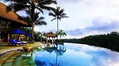 バリ島観光のハイライト「ウブド王宮」があるインドネシア・バリ島ウブド地区のイチオシのリゾートホテル「プリ・ウダンダリ」の情報ページです。プリ・ウダンダリの設備やサービスからアクセスのコツ、周辺の観光のポイント、地図、ハイライト動画まで幅広くご案内しています。詳細はこちらからご覧ください。