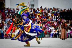 ブータンの秋の風物詩として知られるブータンのイチオシのお祭り「ツェチュ祭り」の情報ページです。ツェチュ祭りの見どころ、日程、楽しみ方、合わせて立ち寄りたい名所など観光のポイントから地図、ハイライト動画まで幅広くご案内しています。詳細はこちらからご覧ください。