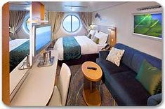 ツインベッドから海の眺望を楽しめる、よりストレスフリーな客室です。