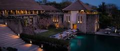 大規模な五つ星ホテルが建ち並ぶビーチリゾートとして知られるインドネシア・バリ島ヌサドゥア地区のイチオシのリゾートホテル「アマヌサ」の情報ページです。アマヌサの設備やサービスからアクセスのコツ、周辺の観光のポイント、地図、ハイライト動画まで幅広くご案内しています。詳細はこちらからご覧ください。