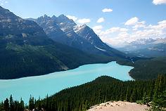 カナディアンロッキーの表玄関として知られるカナダ・バンフ国立公園のイチオシの絶景スポット「ペイトレイク」の情報ページです。ペイトレイクの見どころ、ベストシーズン、アクセスのコツ、合わせて立ち寄りたい名所など観光のポイントから地図、ハイライト動画まで幅広くご案内しています。詳細はこちらからご覧ください。