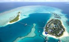 紺碧のインド洋を飾る26の珊瑚の環礁で知られる世界有数のリゾート地、モルディブ・アリ環礁のイチオシのリゾートホテル「コンラッド・モルディブ・ランガリ・アイランド」の情報ページです。コンラッド・モルディブ・ランガリ・アイランドの設備やサービスからアクセスのコツ、周辺の観光のポイント、地図、ハイライト動画まで幅広くご案内しています。詳細はこちらからご覧ください。