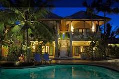 バリ島観光のハイライト「ウブド王宮」があるインドネシア・バリ島ウブド地区のイチオシのリゾートホテル「サムヒタガーデン」の情報ページです。サムヒタガーデンの設備やサービスからアクセスのコツ、周辺の観光のポイント、地図、ハイライト動画まで幅広くご案内しています。詳細はこちらからご覧ください。