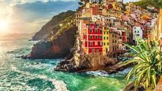 断崖に並ぶカラフルな家並みで知られるイタリア北西部のイチオシの人気スポット「チンクエテッレ」の情報ページです。チンクエテッレの見どころ、ベストシーズン、アクセスのコツ、合わせて立ち寄りたい名所など観光のポイントから地図、ハイライト動画まで幅広くご案内しています。詳細はこちらからご覧ください。