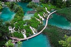大小16の湖と92の滝が連なる独特の美しい景観が人気のクロアチア・ディナルアルプス山脈のイチオシの絶景スポット「プリトヴィッツェ湖群国立公園」の情報ページです。プリトヴィッツェ湖群国立公園の見どころ、ベストシーズン、アクセスのコツ、合わせて立ち寄りたい名所など観光のポイントから地図、ハイライト動画まで幅広くご案内しています。詳細はこちらからご覧ください。