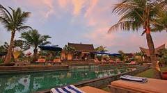 世界中のサーファーに人気のインドネシア・バリ島チャングー地区のイチオシのリゾートホテル「デサ・セニ・ア・ヴィレッジ・リゾート」の情報ページです。デサ・セニ・ア・ヴィレッジ・リゾートの設備やサービスからアクセスのコツ、周辺の観光のポイント、地図、ハイライト動画まで幅広くご案内しています。詳細はこちらからご覧ください。