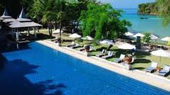 海からのアクセスのみという秘境のビーチリゾートで知られるタイ・クラビのイチオシのリゾートホテル「ナカマンダ」の情報ページです。ナカマンダの設備やサービスからアクセスのコツ、周辺の観光のポイント、地図、ハイライト動画まで幅広くご案内しています。詳細はこちらからご覧ください。