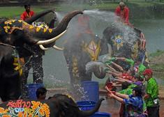 観光客を巻き込み毎年大盛り上がりのタイのイチオシのお祭り「ソンクラン水掛け祭」の情報ページです。ソンクラン水掛け祭の見どころ、日程、楽しみ方、合わせて立ち寄りたい名所など観光のポイントから地図、ハイライト動画まで幅広くご案内しています。詳細はこちらからご覧ください。
