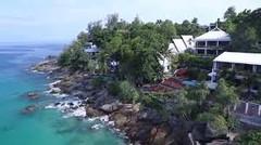 世界有数のリゾート地として知られるタイ・プーケット島のイチオシのリゾートホテル「モムトリズ・ボートハウス」の情報ページです。モムトリズ・ボートハウスの設備やサービスからアクセスのコツ、周辺の観光のポイント、地図、ハイライト動画まで幅広くご案内しています。詳細はこちらからご覧ください。