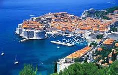 「アドリア海の真珠」として知られるクロアチアのイチオシの人気スポット「ドヴロブニク」の情報ページです。ドヴロブニクの見どころ、ベストシーズン、アクセスのコツ、合わせて立ち寄りたい名所など観光のポイントから地図、ハイライト動画まで幅広くご案内しています。詳細はこちらからご覧ください。