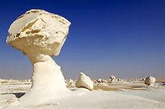 砂漠に突如として広がる真っ白な世界で知られるエジプトのイチオシの絶景スポット「白砂漠」の情報ページです。白砂漠の見どころ、ベストシーズン、アクセスのコツ、合わせて立ち寄りたい名所など観光のポイントから地図、ハイライト動画まで幅広くご案内しています。詳細はこちらからご覧ください。