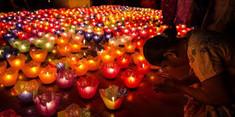 長い雨季から解放された人々が祝うミャンマーのイチオシのお祭り「ダディンジュ祭り」の情報ページです。ダディンジュ祭りの見どころ、日程、楽しみ方、合わせて立ち寄りたい名所など観光のポイントから地図、ハイライト動画まで幅広くご案内しています。詳細はこちらからご覧ください。