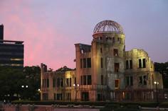 世界の恒久平和のシンボルとして知られる広島県・広島市のイチオシの人気スポット「広島平和記念碑(原爆ドーム)」の情報ページです。広島平和記念碑(原爆ドーム)の見どころ、ベストシーズン、アクセスのコツ、合わせて立ち寄りたい名所など観光のポイントから地図、ハイライト動画まで幅広くご案内しています。詳細はこちらからご覧ください。