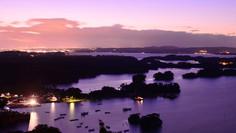 日本三景のひとつとして知られる宮城県・松島町のイチオシの人気スポット「松島」の情報ページです。松島の見どころ、ベストシーズン、アクセスのコツ、合わせて立ち寄りたい名所など観光のポイントから地図、ハイライト動画まで幅広くご案内しています。詳細はこちらからご覧ください。