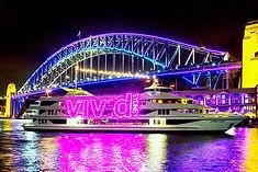 南半球最大の音と光の祭典として知られるオーストラリア・シドニーのイチオシのお祭り「ヴィヴィッドシドニー」の情報ページです。ヴィヴィッドシドニーの見どころ、日程、楽しみ方、合わせて立ち寄りたい名所など観光のポイントから地図、ハイライト動画まで幅広くご案内しています。詳細はこちらからご覧ください。