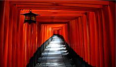圧巻の千本鳥居で知られる京都府・京都市伏見区のイチオシの人気スポット「伏見稲荷大社」の情報ページです。伏見稲荷大社の見どころ、ベストシーズン、アクセスのコツ、合わせて立ち寄りたい名所など観光のポイントから地図、ハイライト動画まで幅広くご案内しています。詳細はこちらからご覧ください。