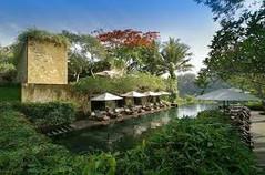 バリ島観光のハイライト「ウブド王宮」があるインドネシア・バリ島ウブド地区のイチオシのリゾートホテル「マヤ・ウブド・リゾート&スパ」の情報ページです。マヤ・ウブド・リゾート&スパの設備やサービスからアクセスのコツ、周辺の観光のポイント、地図、ハイライト動画まで幅広くご案内しています。詳細はこちらからご覧ください。