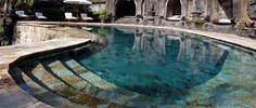 バリ島観光のハイライト「ウブド王宮」があるインドネシア・バリ島ウブド地区のイチオシのリゾートホテル「ワーウイック・イバ・ラグジュアリー・ヴィラズ&スパ」の情報ページです。ワーウイック・イバ・ラグジュアリー・ヴィラズ&スパの設備やサービスからアクセスのコツ、周辺の観光のポイント、地図、ハイライト動画まで幅広くご案内しています。詳細はこちらからご覧ください。