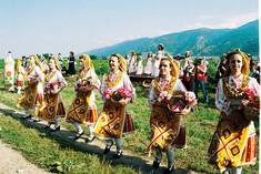 ローズオイルの生産量が世界一として知られるブルガリア・バラの谷のイチオシの祭典「バラ祭り」の情報ページです。バラ祭りの見どころ、日程、楽しみ方、合わせて立ち寄りたい名所など観光のポイントから地図、ハイライト動画まで幅広くご案内しています。詳細はこちらからご覧ください。
