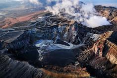 世界最大級の面積をほこるカルデラを有する熊本県・阿蘇地方のイチオシの人気スポット「阿蘇山」の情報ページです。阿蘇山の見どころ、ベストシーズン、アクセスのコツ、合わせて立ち寄りたい名所など観光のポイントから地図、ハイライト動画まで幅広くご案内しています。詳細はこちらからご覧ください。