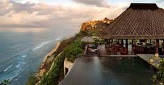 バリ島観光のハイライト「ケチャックダンス(ケチャダンス)」が見られるインドネシア・バリ島ウルワツ地区のイチオシのリゾートホテル「ブルガリリゾート・バリ」の情報ページです。ブルガリリゾート・バリの設備やサービスからアクセスのコツ、周辺の観光のポイント、地図、ハイライト動画まで幅広くご案内しています。詳細はこちらからご覧ください。