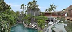 空港、ビーチ、ショッピングモールのすべてが近いインドネシア・バリ島スミニャック地区のイチオシのリゾートホテル「セントーサ・プライベート・ヴィラス&スパ」の情報ページです。セントーサ・プライベート・ヴィラス&スパの設備やサービスからアクセスのコツ、周辺の観光のポイント、地図、ハイライト動画まで幅広くご案内しています。詳細はこちらからご覧ください。
