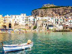 古代から歴史に名を刻んできたイタリア・シチリア島北部のイチオシの人気スポット「メッシーナ」の情報ページです。メッシーナの見どころ、ベストシーズン、アクセスのコツ、合わせて立ち寄りたい名所など観光のポイントから地図、ハイライト動画まで幅広くご案内しています。詳細はこちらからご覧ください。