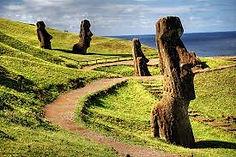 巨石像モアイで知られるチリ・イースター島のイチオシの絶景スポット「イースター島」の情報ページです。イースター島の見どころ、ベストシーズン、アクセスのコツ、合わせて立ち寄りたい名所など観光のポイントから地図、ハイライト動画まで幅広くご案内しています。詳細はこちらからご覧ください。