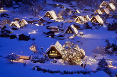 独特の建築様式の住宅群が人気の岐阜県・白川村のイチオシの人気スポット「白川郷」の情報ページです。白川郷の見どころ、ベストシーズン、アクセスのコツ、合わせて立ち寄りたい名所など観光のポイントから地図、ハイライト動画まで幅広くご案内しています。詳細はこちらからご覧ください。