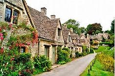 英国で最も美しい村として知られるイングランド中央部のイチオシの人気スポット「コッツウォル」の情報ページです。コッツウォルの見どころ、ベストシーズン、アクセスのコツ、合わせて立ち寄りたい名所など観光のポイントから地図、ハイライト動画まで幅広くご案内しています。詳細はこちらからご覧ください。