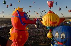 世界中の気球が一堂に会するアメリカ・ニューメキシコ州のイチオシのお祭り「国際バルーンフェスタ」の情報ページです。国際バルーンフェスタの見どころ、日程、楽しみ方、合わせて立ち寄りたい名所など観光のポイントから地図、ハイライト動画まで幅広くご案内しています。詳細はこちらからご覧ください。