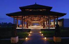 バリ島観光のハイライト「ウブド王宮」があるインドネシア・バリ島ウブド地区のイチオシのリゾートホテル「ザ・チャンディ・クラブ・アット・タナガジャ・ウブド」の情報ページです。ザ・チャンディ・クラブ・アット・タナガジャ・ウブドの設備やサービスからアクセスのコツ、周辺の観光のポイント、地図、ハイライト動画まで幅広くご案内しています。詳細はこちらからご覧ください。
