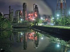 近年SNS映えする夜景が注目される三重県・四日市市のイチオシの人気スポット「四日市工場夜景」の情報ページです。四日市工場夜景の見どころ、ベストシーズン、アクセスのコツ、合わせて立ち寄りたい名所など観光のポイントから地図、ハイライト動画まで幅広くご案内しています。詳細はこちらからご覧ください。