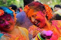 インドの3大祭りのひとつとして知られるインドのイチオシのお祭り「ホーリー祭」の情報ページです。ホーリー祭の見どころ、日程、楽しみ方、合わせて立ち寄りたい名所など観光のポイントから地図、ハイライト動画まで幅広くご案内しています。詳細はこちらからご覧ください。