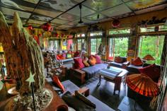 およそ100頭の象パレード「ペラヘラ祭り」で知られるスリランカ・キャンディのイチオシのリゾートホテル「ヘルガス・フォリィ」の情報ページです。ヘルガス・フォリィの設備やサービスからアクセスのコツ、周辺の観光のポイント、地図、ハイライト動画まで幅広くご案内しています。詳細はこちらからご覧ください。