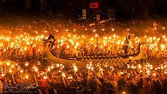 ヨーロッパ最大の火祭りとして知られるスコットランド・シェトランド諸島のイチオシのお祭り「炎の祭り(ウップ・ヘリー・アー)」の情報ページです。炎の祭り(ウップ・ヘリー・アー)の見どころ、日程、楽しみ方、合わせて立ち寄りたい名所など観光のポイントから地図、ハイライト動画まで幅広くご案内しています。詳細はこちらからご覧ください。