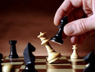 Mind Games - Chess vs Poker in Strategic Thinking